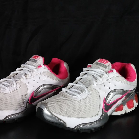 outlet store 0f428 de7f9 Nike Air Max Refresh 4 SIZE 8. M 5c099ae8baebf6b69aaf2b27